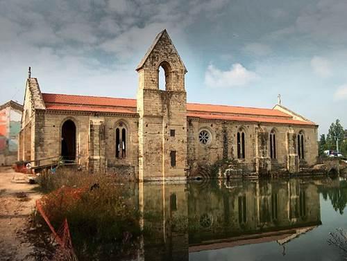 El Monasterio De Santa Clara La Vieja En Coimbra