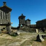 Espigueiros y castillos en Lindoso, norte de Portugal
