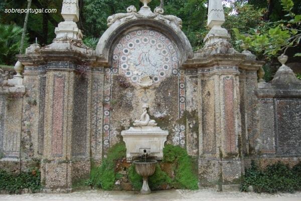 fuente-en-jardin-quinta-regaleira