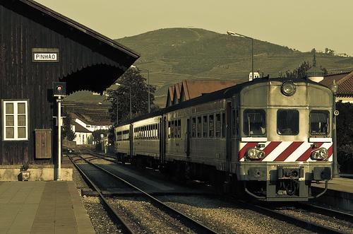 Tren en Valle del rio Duero