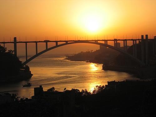 Puente Arrabida sobre el rio Duero