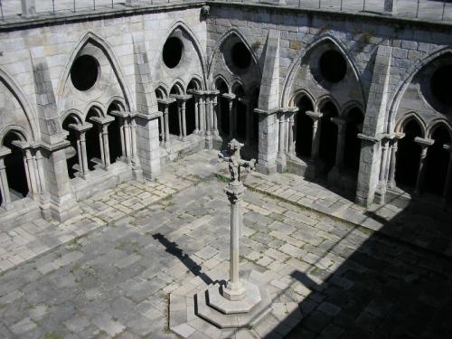 Claustros goticos en la Catedral de Oporto