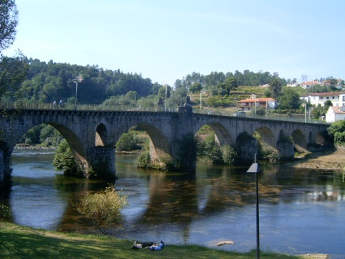 Puente sobre el rio Lima en Ponte da Barca