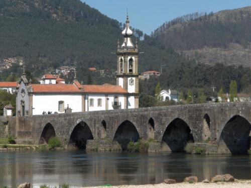 Puente romano, convento de San Antonio e Iglesia de San Francisco en Ponte de Lima