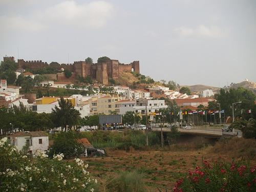 Castillo de Silves sobre la ciudad