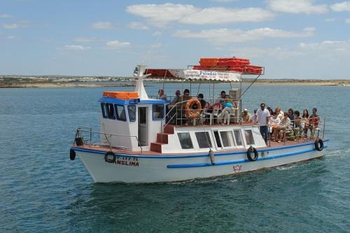 Bote hacia la Isla de Tavira