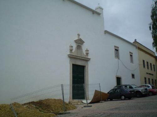 Entrada a la Iglesia de Nuestra Señora del Carmo