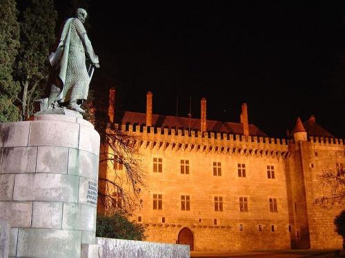 Palacio de los Duques de Braganza de noche