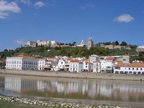 Calles históricas y castillos en Alcácer do Sal