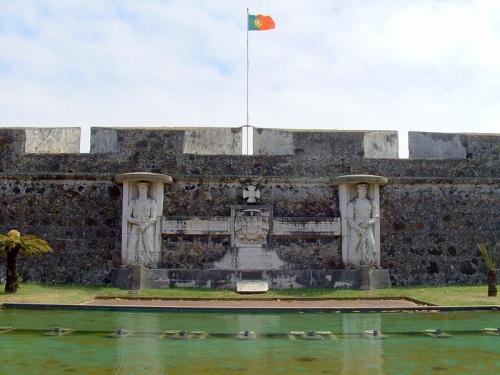 Monumento homenaje a los marineros en Sao Bras